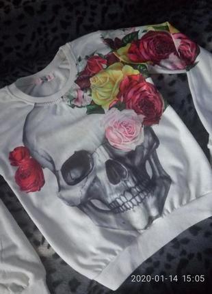 Крутой яркий реглан с черепушкой и розами