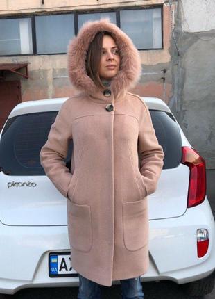 Зимнее женское персиковое шерстяное пальто-парка с натуральным мехом на утеплителе