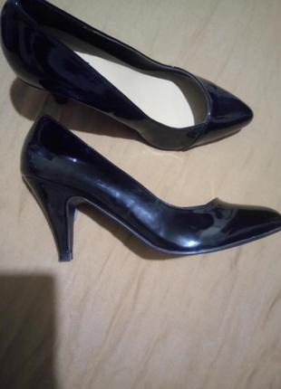 Новые туфли лодочки на полную ножку размер uk 7 наш 40