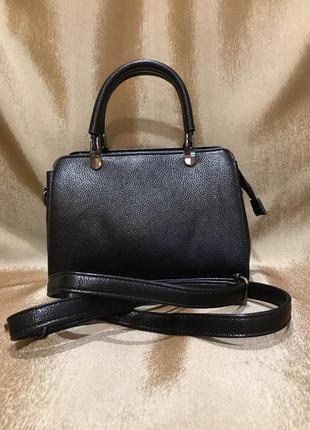 Женская маленькая сумка чёрного цвета