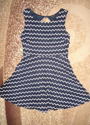 Красивое нарядное платье без рукав