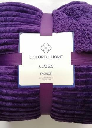 Зимний фиолетовый плед с рельефными полосами и овчинкой