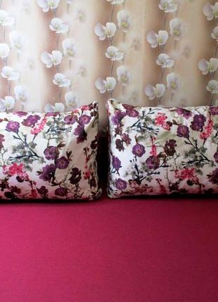 Две  диванные подушки