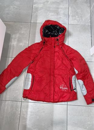 Курточка зимняя( подходит для лыж)