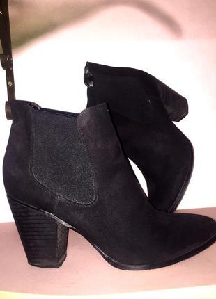 Демисезонные чёрные замшевые ботинки ботильоны челси большого размера