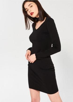 Базовое платье по фигуре с чокером