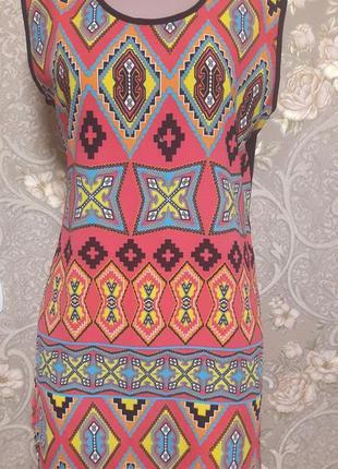 Яркое летнее  платье удлиненное по спинке