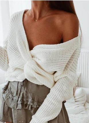 Шикарная кофта свитер молочного цвета крупной вязки с перекрученным передом h&м