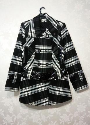 Пальто куртка пиджак жакет зимнее женское с ремешком черно белое в клетку полоску