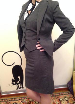 Деловой костюм тройка (пиджак, юбка, жилетка)