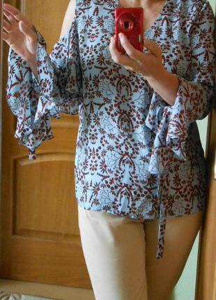 Стильная блуза блузка reserved с открытым оголенным плечом и воланом свободного кроя