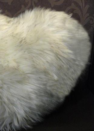 Подушка из меха сердце