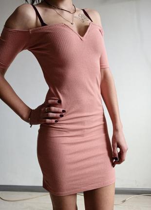 Шикарное платье в рубчик открытые плечи v вврез