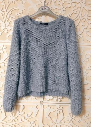 Пушистый голубой свитер