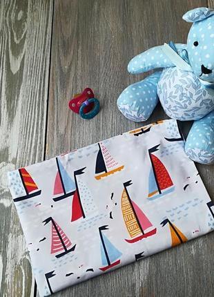 Наволочка кораблики на бледно-сером фоне с запахом, на детскую подушку  60*40 см