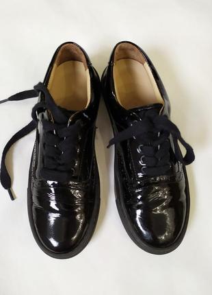 Полностью кожаные лаковые туфли ,мокасины !