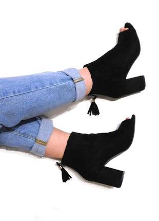 Замшевые ботинки ботильоны на блочном каблуке с открытым пальцами от peacocks
