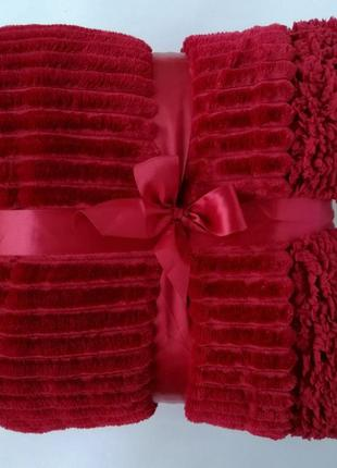 Бордовый насыщенный зимний плед, очень красивый, в мягкую рельефную полоску