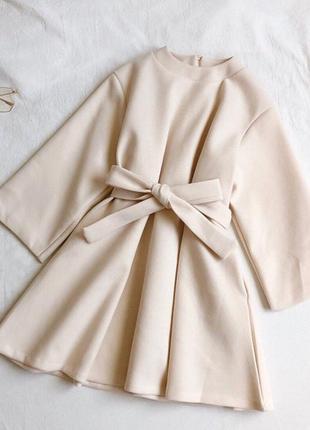 Теплое шерстяное платье с пояском