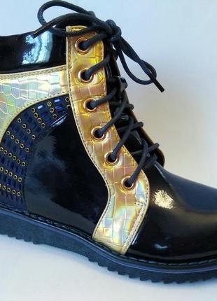 Оригинальные лаковые демисезонные ботинки