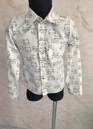 Детская хлопковая белая рубашка на кнопках.