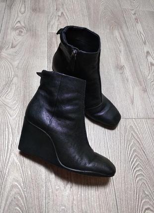 Кожаные ботинки полусапожки на танкетке модные из кожи натуральной