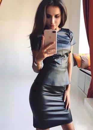 Костюм кожа,юбка и кофта с баской,костюм эко кожа ,чёрный кожаный костюм,кофта с баской