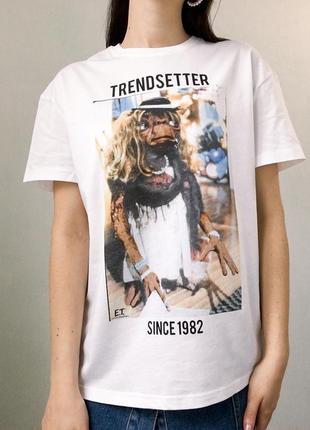 Трендовая футболка оверсайз  свинтажным рисунком трендовая bershka длинная белая