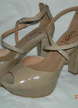 Туфлі  gino vaello натуральна лакована шкіра  р-р 39  обмін