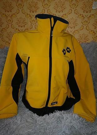 Яркая спортивная куртка result