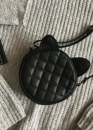Чёрная маленькая круглая сумка с ушками