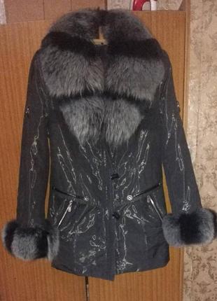 Красивая куртка с шикарным мехом