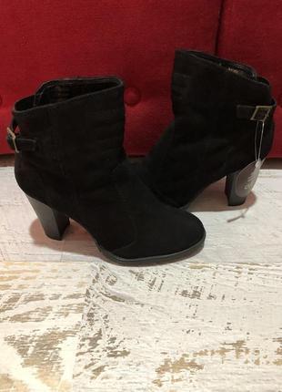 Новые натуральные фирменные ботинки на флисе 36р.
