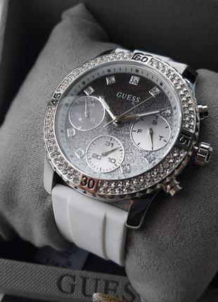 Часы с белым браслетом guess оригинал