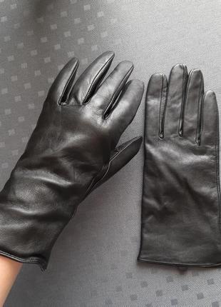 Кожаные черный перчатки фирмы h&m
