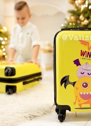 Детский чемодан из поликарбоната пластиковый маленький для ручной клади с монстрами.2 фото
