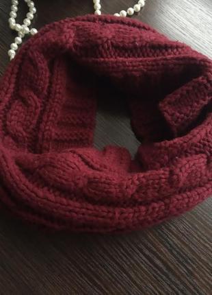 Красивый снуд насыщеный бордовый шарф бафф