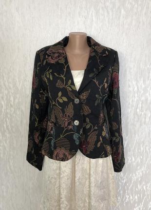 Нарядный пиджак в цветах