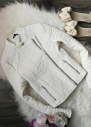 Белая плотная куртка курточка косуха ветровка
