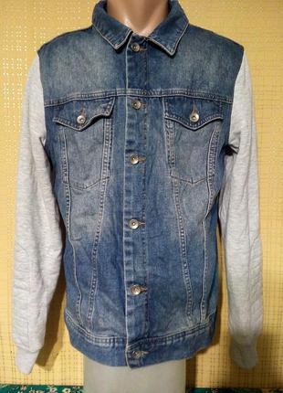 Джинсовый пиджак с трикотажными рукавами( м))