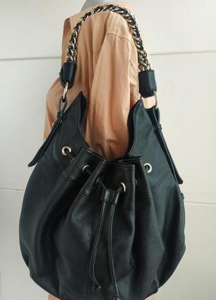Стильная кожаная сумка zara из  натуральной кожи черного цвета