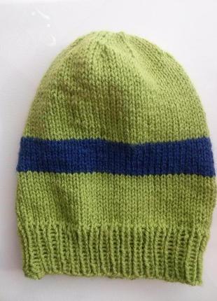 Яркая теплая шапочка