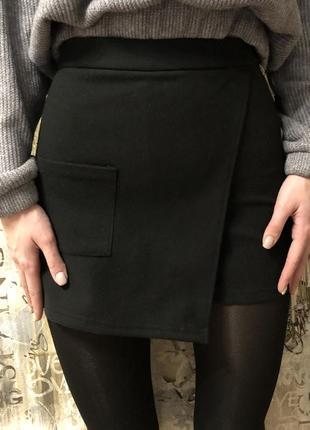 Трендовая актуальная замшевая юбка-шорты черная новая