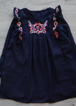 Красивейшее платье на 3-4 года.