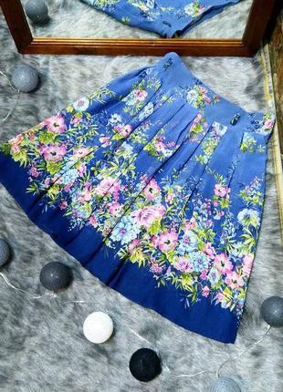 Плиссированная юбка с нежным цветочным принтом