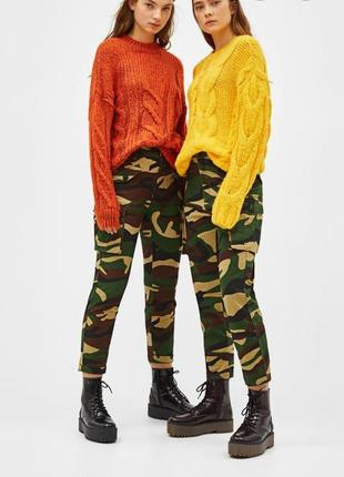Камуфляжные джинсы bershka