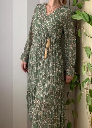 Трендовое шифоновое платье миди плиссе, новое!