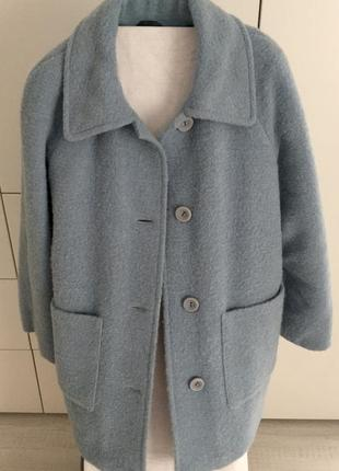 Зимнее пальто из натуральной шерсти.