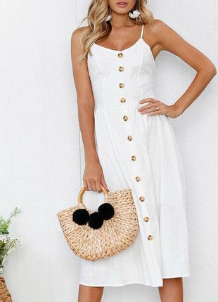 Біле плаття міді з гудзиками