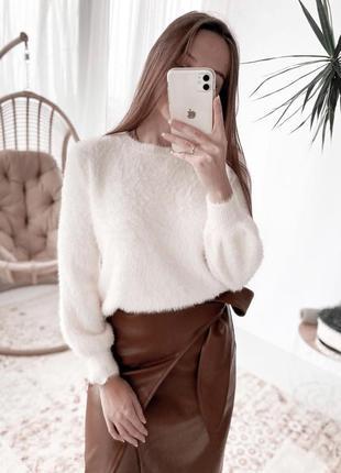 Пушистый мягенький свитер ангоровый молочный
